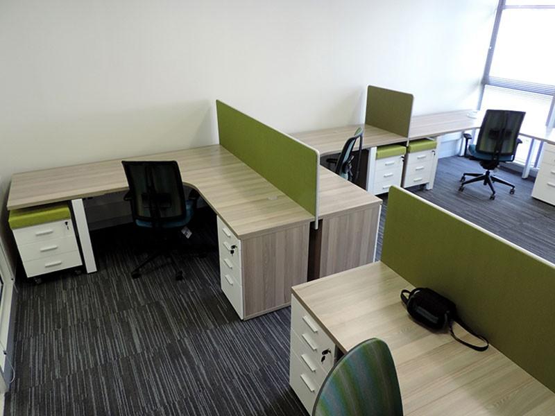 L-shape cluster workstation