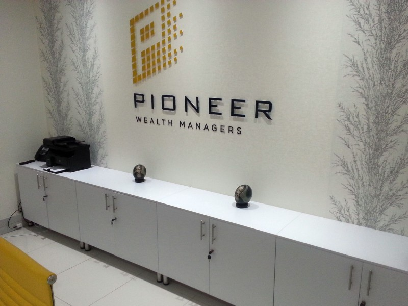 Pioneer Reception Counter in White